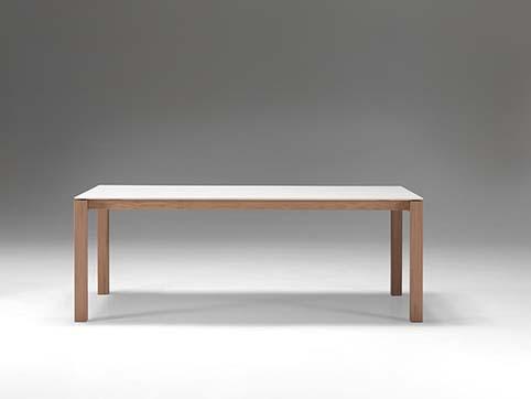 Table salle a manger design courte