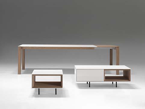 Table salon design avec accessoires